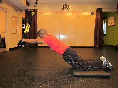 trx kneeling plank roll out